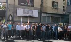 لجنة تجار بدارو: المؤسسات والمحال أقفلت ساعة واحدة والعاملون شاركوا بمسيرة صامتة لمنع انهيار القطاع الخاص