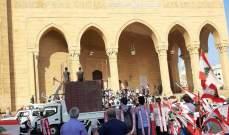 اشكال في ساحة الشهداء اثر محاولة القوى الأمنية توقيف أحد المتظاهرين