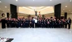 طلاب من 12 مدرسة وجمعية في القصر الجمهوري لمناسبة الاستقلال