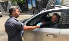 قوى الأمن أحيت أسبوع المرور العربي عبر إقامة حواجز وتوزيع منشور توعوي