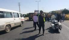 النشرة: عناصر السير ببعلبك الهرمل عملوا على فتح الطريق الدولي بعد قطعها من قبل أصحاب المقالع