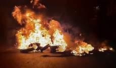 المتظاهرون أشعلوا الاطارات وقطعوا الطريق أمام السراي الحكومي في بنت جبيل