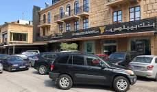 زحمة مواطنين على مداخل مصارف جبيل وزحمة سير في سوقها التجاري