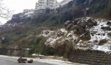 قطع الطريق الرئيسية جزئيا في بقاعصفرين بسبب انهيار بعض الصخور