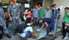 تدافع بين عدد من المحتجين وعناصر من مكافحة الشغب أمام وزارة الطاقة