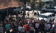 النشرة: المعتصمون عند دوار كفررمان رفضوا مجددا فتح الطريق وأقاموا حلقات دبكة ورقص
