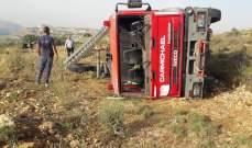 سيارة إطفاء للدفاع المدني ننقلب وسائقها يتعرض للاصابة