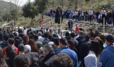 بدء مسيرة القربان المقدس بدير مار مارون عنايا من المحبسة الى الكنيسة