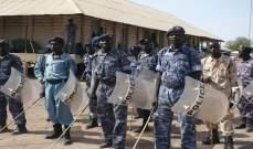 الشرطة السودانية أطلقت الغاز المسيل على متظاهرين أغلقوا الطرقات