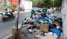 بدء رفع النفايات في صيدا والعمال أكدوا استمرار توقفهم عن العمل