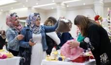 """أشغال يدوية لسيدات عراقيات وسوريات في معرض """"صوف"""" مستوصف السيدة- السبتية"""