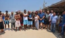 اصحاب المرافق السياحية في صور يحتجون ردا على الشائعات التي طالت شاطئ مدينة صور