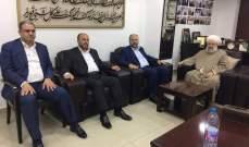 حمود يبحث مع وفد من حركة حماس بالوثائق الجديدة للحركة