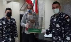 قوى الأمن توقف بائع باشق وتسلم الأخير لجمعية بيئية لإطلاق سراحه