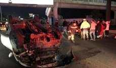 جريحان بانقلاب سيارة تحت جسر المشاة في الضبية باتجاه النقاش وحركة المرور كثيفة