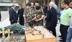 تسليم اجراس وايقونات مسروقة من معلولا في وزارة الدفاع