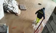 سحب مياه من داخل مستودع وغرفة لحراقات التدفئة داخل مدرسة في عمشيت