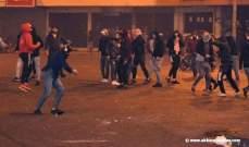 القاء قنبلة صوتية على ساحة سراي طرابلس والجيش يبعد المحتجين