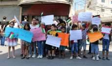 النشرة: وقفة استنكارية لجمعية نواة رفضا لقرار وزير العمل