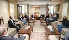 اللواء ابراهيم التقى وفدا من اهالي الموقوفين بالسجون وناقش معهم قضية العفو العام