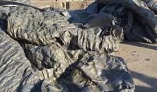 العثور على خيم عسكرية ونفايات إسرائيلية في البحر بين أبو الأسود والصرفند