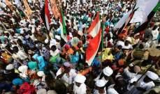 رويترز: حشود ضخمة تتدفق إلى اعتصام خارج وزارة الدفاع السودانية
