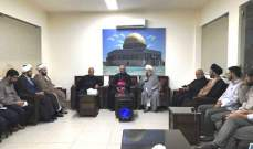 الشيخ حمود التقى المطران العمار وطلاب من كليات اسلامية