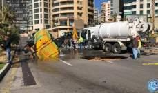 انخساف الطريق اثناء مرور صهريج للمياه على الكورنيش البحري محلة الروشة