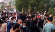 سبوتنيك: مقتل اثنين وإصابة 49 باشتباكات بين أتباع الصدر ومتظاهرين بالعراق