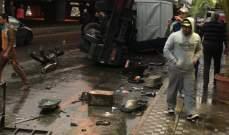 التحكم المروري: انقلاب شاحنة عن جسر أنطلياس