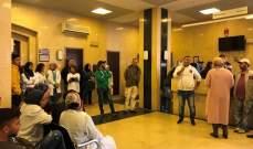 إعتصام لموظفي مستشفى صيدا الحكومي احتجاجا على عدم صرف السلفة المالية