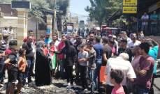 الفلسطينيون بمخيمات صور اعتصموا رفضا لقرار أبو سليمان ودعوا للتراجع عنه