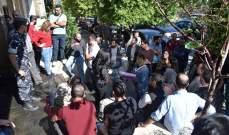 وقفة احتجاجية للعاملين في وزارة الشؤون ضمن مشروع الاستجابة للازمة السورية