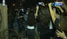 جريح في تدافع بين المتظاهرين والقوى الامنية في الايدن باي