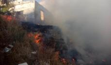 النشرة: حريق بالقرب من قلعة صيدا البرية وسيارات الإطفاء هرعت إلى المكان لإخماده
