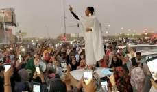 """غارديان: """"كنداكة"""" السودان تتحول إلى أيقونة التظاهرات وشبّهت بـ""""تمثال الحرية"""""""