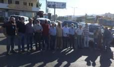 النشرة: تجمع السائقين العموميين على دوار كفررمان في النبطية
