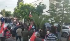 محتجون أمام مبنى اتحاد بلديات الفيحاء طالبوا علم الدين بالاستقالة
