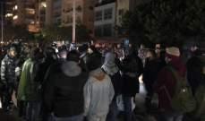 تجمع العشرات أمام منزل اللواء عثمان برأس النبع احتجاجا على تفكيك خيمة اعتصام