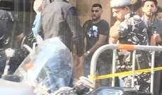 محتجون يقتحمون مبنى جمعية المصارف في الجميزة