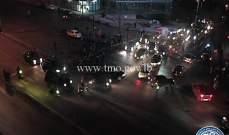 عدد من المحتجين قطعوا الطريق عند جسر الرينغ