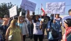تنظيم وقفة احتجاجية لناشطين أمام جبل النفايات في منطقة المحجر الصحي في الميناء