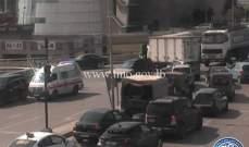 جريح نتيجة تصادم بين مركبتين على جسر النقاش وحركة المرور كثيفة