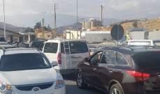 ازدحام السير عند نقطة المصنع بعد تطبيق قرار دفع رسوم دخول على السوريين