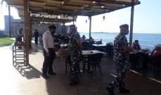 دوريات لقوى الأمن على الشواطئ والمنتجعات تنفيذا لقرار وزير الداخلية ومحاضر ضبط بحق المخالفين