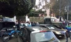 النشرة: قطع طرقات في أحياء صيدا واقفال شركتي كهرباء لبنان وأوجيرو