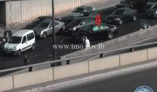تصادم بين 4 مركبات على اوتوستراد النقاش باتجاه انطلياس والاضرار مادية
