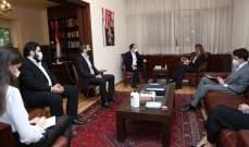 رئيس الكتائب عرض مع السفيرة الايطالية في التطورات المحلية والإقليمية