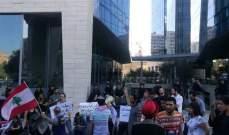 إعتصام امام مبنى شركة تاتش رفضا التمديد للشركتين المشغلتين للخلوي