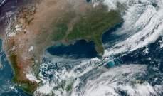 إعصار إيتا اجتاح نيكاراغوا وتسبب باقتلاع أشجار وأعمدة إنارة وفيضانات